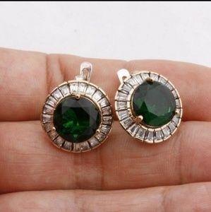 Last one 18 kgp emerald and baguette earrings